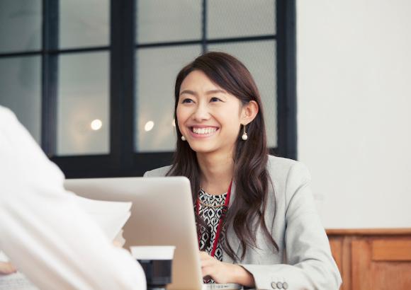 従業員が幸せなら企業の業績も上がる?!「従業員満足度」向上の重要性について