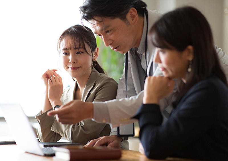 プレイングマネージャーとは?管理職との違い、求められる能力を解説